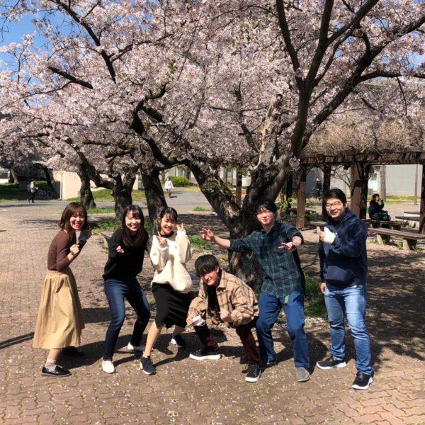 桜の下で一枚!!